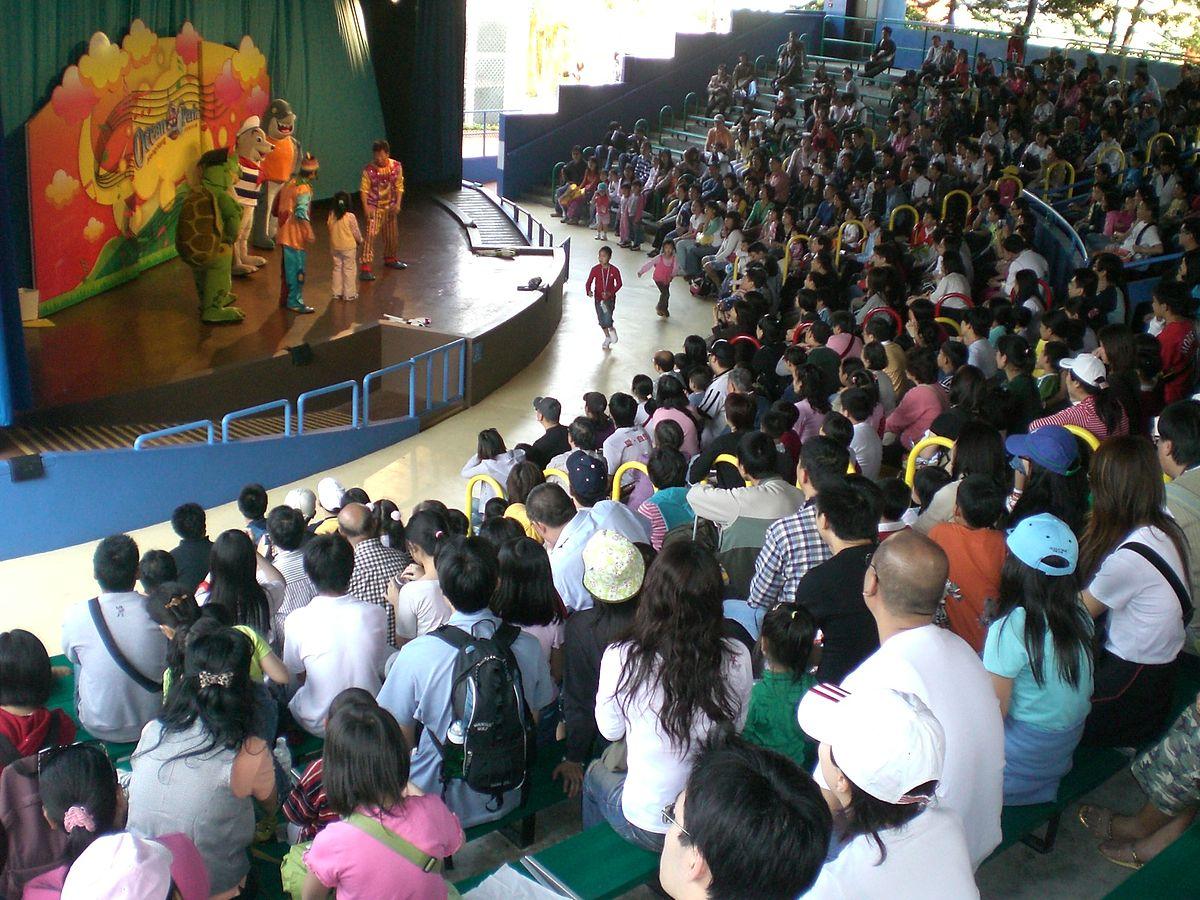 1200px-HK_Ocean_Park_Audience